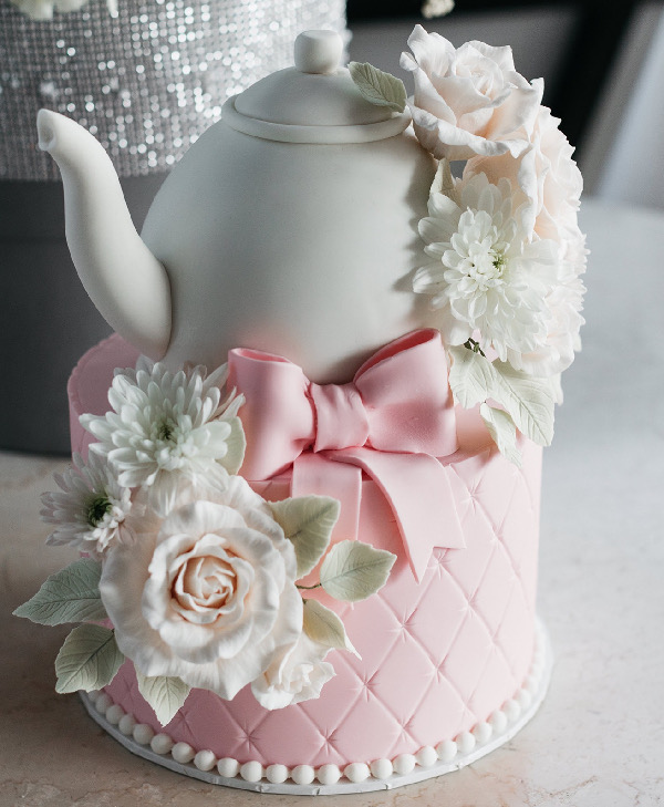 sculpted teapot and flower cake